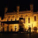 La plaza Burg de noche