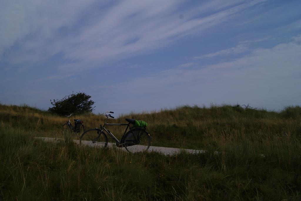 nuestra bicicleta aparcada en la isla de Schiermonnikoog, Holanda
