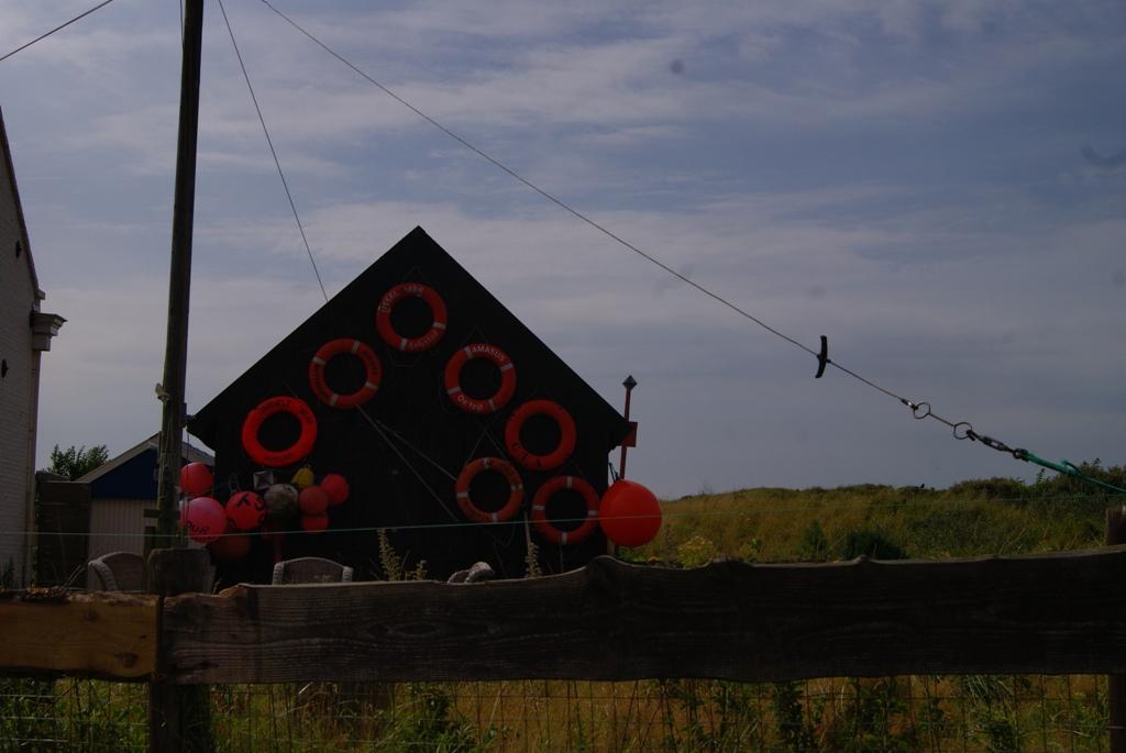 Decoración muy original de una casa de pescadores, en Schiermonnikoog, Holanda