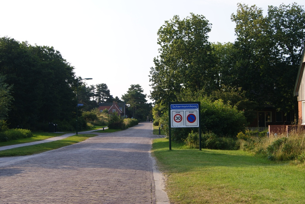 Las calles vacías de la isla Schiermonnikoog en Holanda