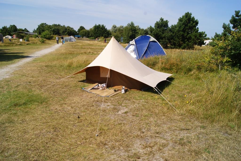 una tienda muy curiosa en el camping de kampwinkel en la isla de Schiermonnikoog Holanda