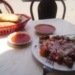 Ensalada de entrante. Salsas para pan y pescado: normalmente os pondrán una picante y otra de tomate suave