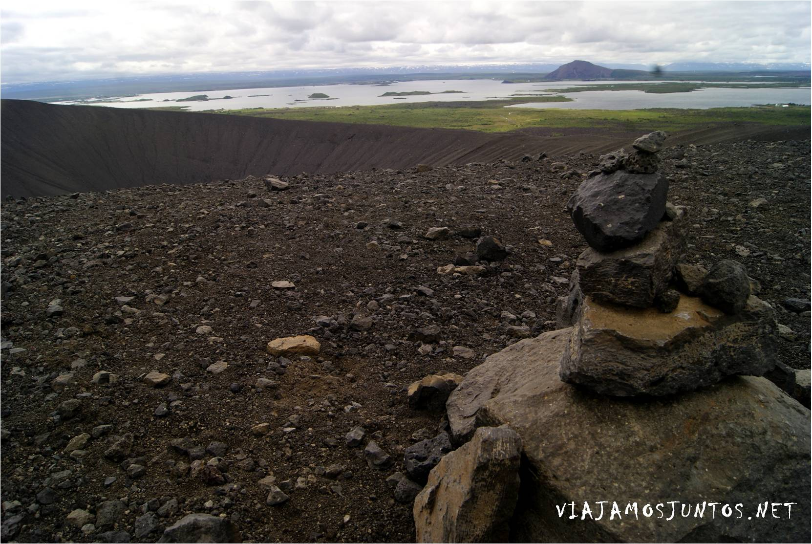 Hverfjall, cráter negro, Myvatn, Cráteres falsos, Stakholstjorn, Skutustadir, pseudo cráteres, crateres, volcanes, Islandia, Iceland, rutas, curiosidades