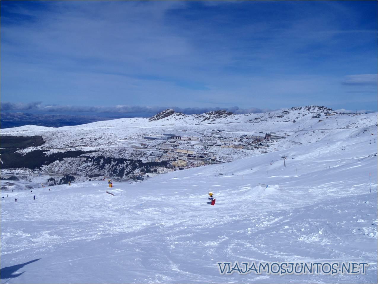 Sierra Nevada, esquí, esquiar, nieve, mono de nieve, san valentín, casco, seguridad, Andalucía