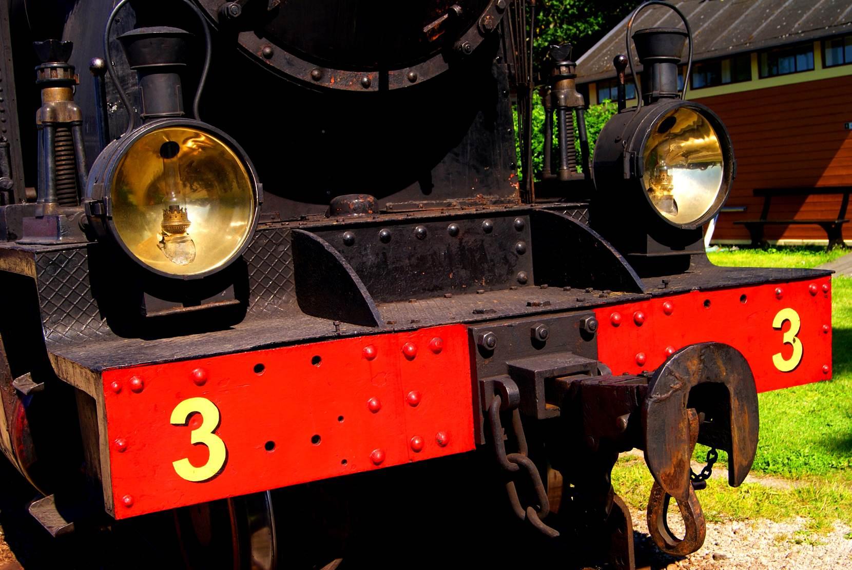 Detalles del tren a vapor, isla de Gotland, Suecia