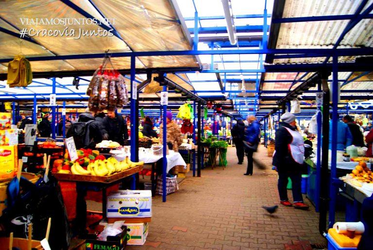 """Una opción auténtica 100% - comprar comida en los mercados. Nos encanta, pero allí si que hay que aprender lo básico del """"polaco comestible"""" ;)))"""