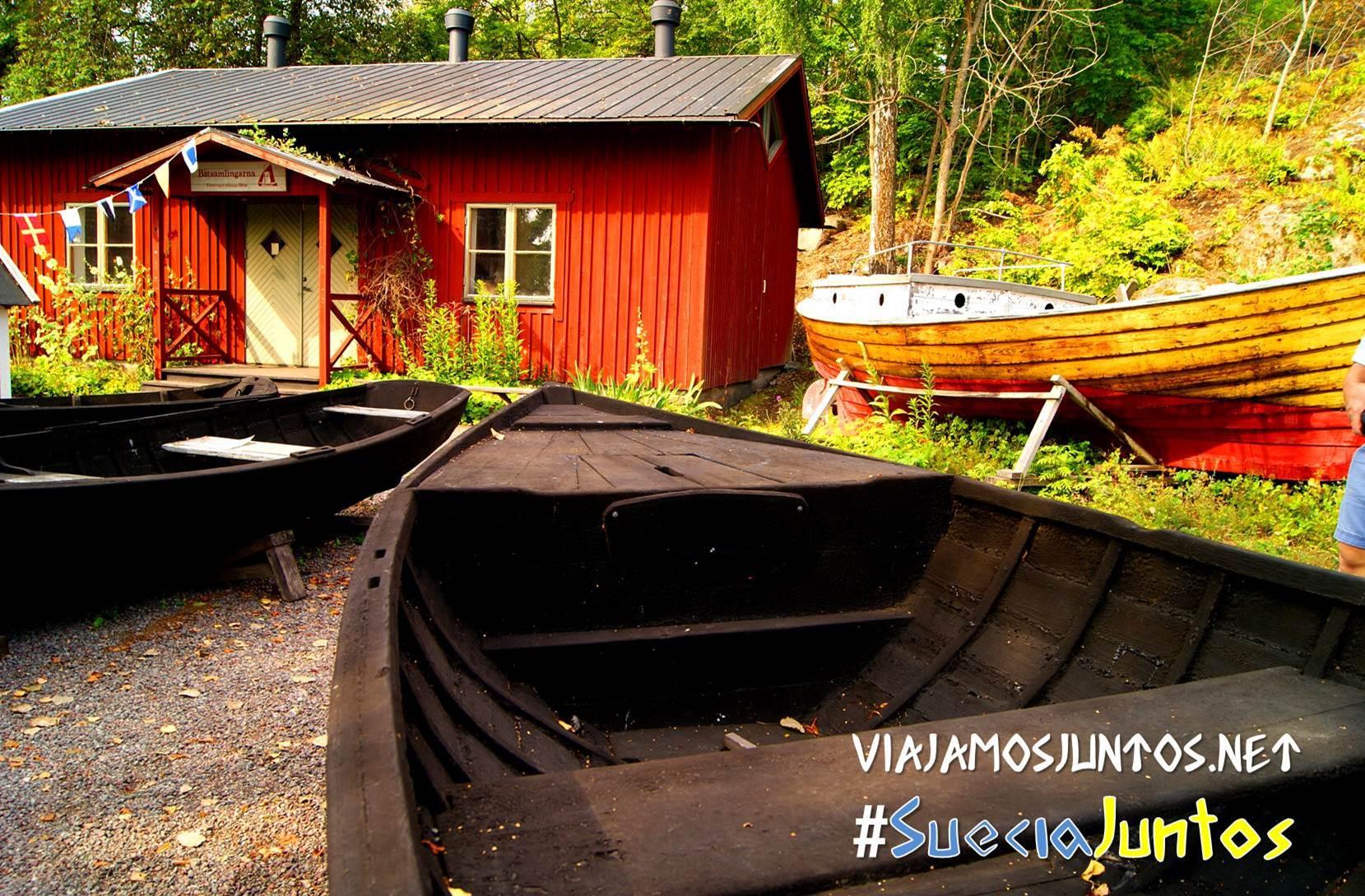 Barcas antiguas escandinavas en la isla de las Plumas en el archipiélago de Estocolmo, Suecia