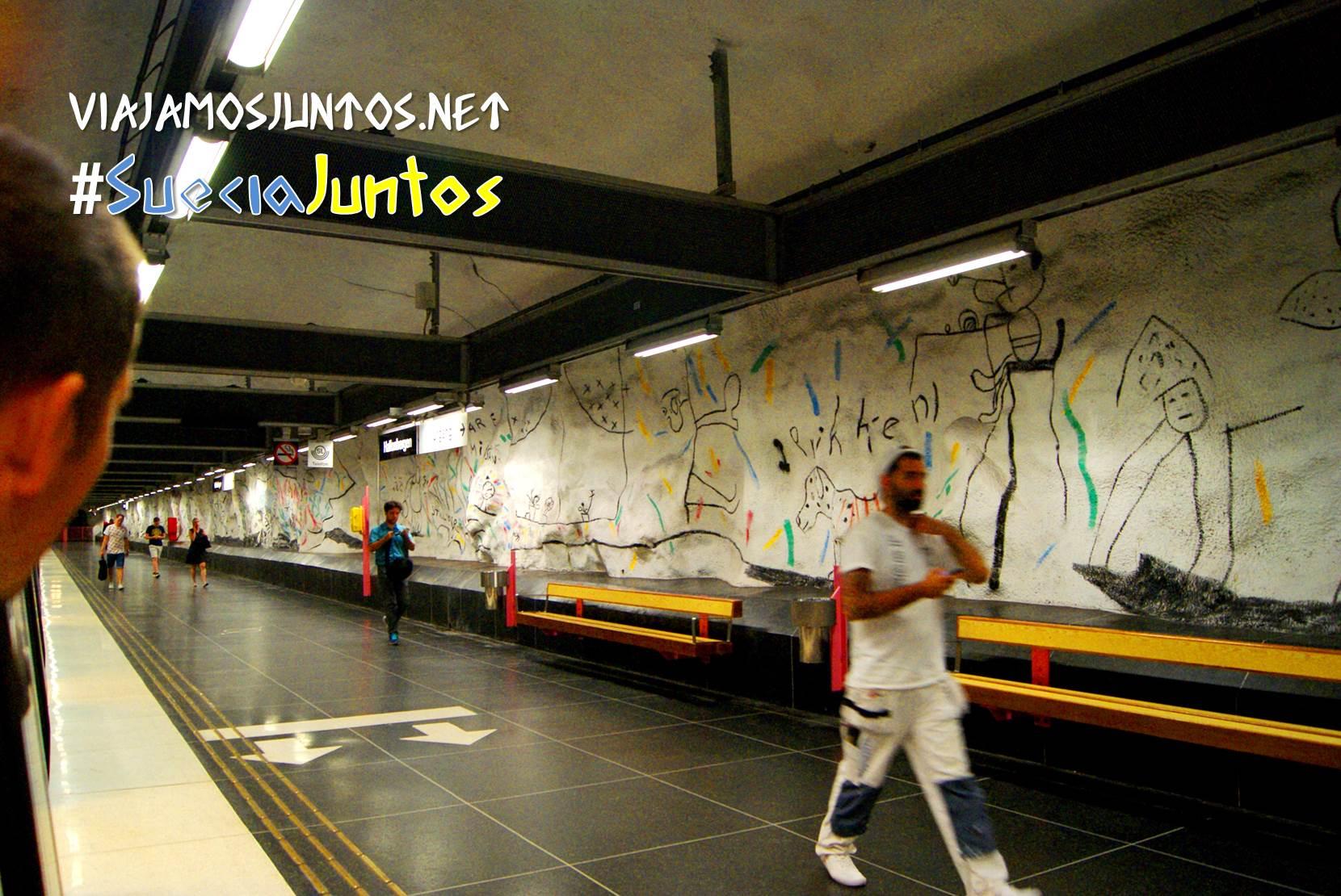 Parada decorada por niños Metro Estocolmo Suecia