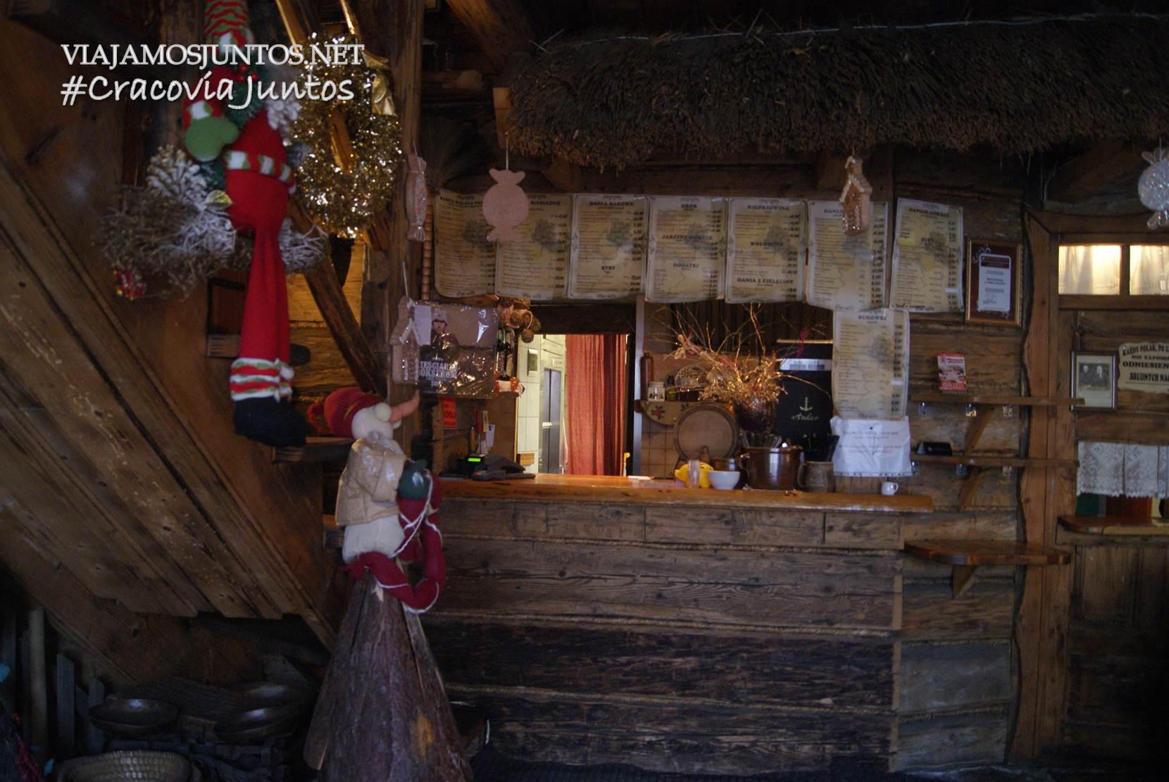 La ventanilla donde hay que pedir la comida. U Babci Malyny, Cracovia, Polonia