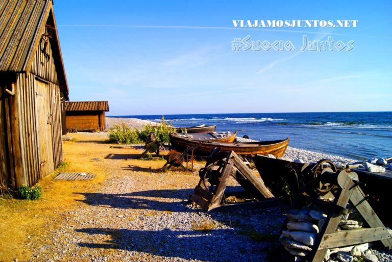 Las barcas pesqueras que se siguen utilizando hoy en día; pueblo pesquero de Gotland, Suecia