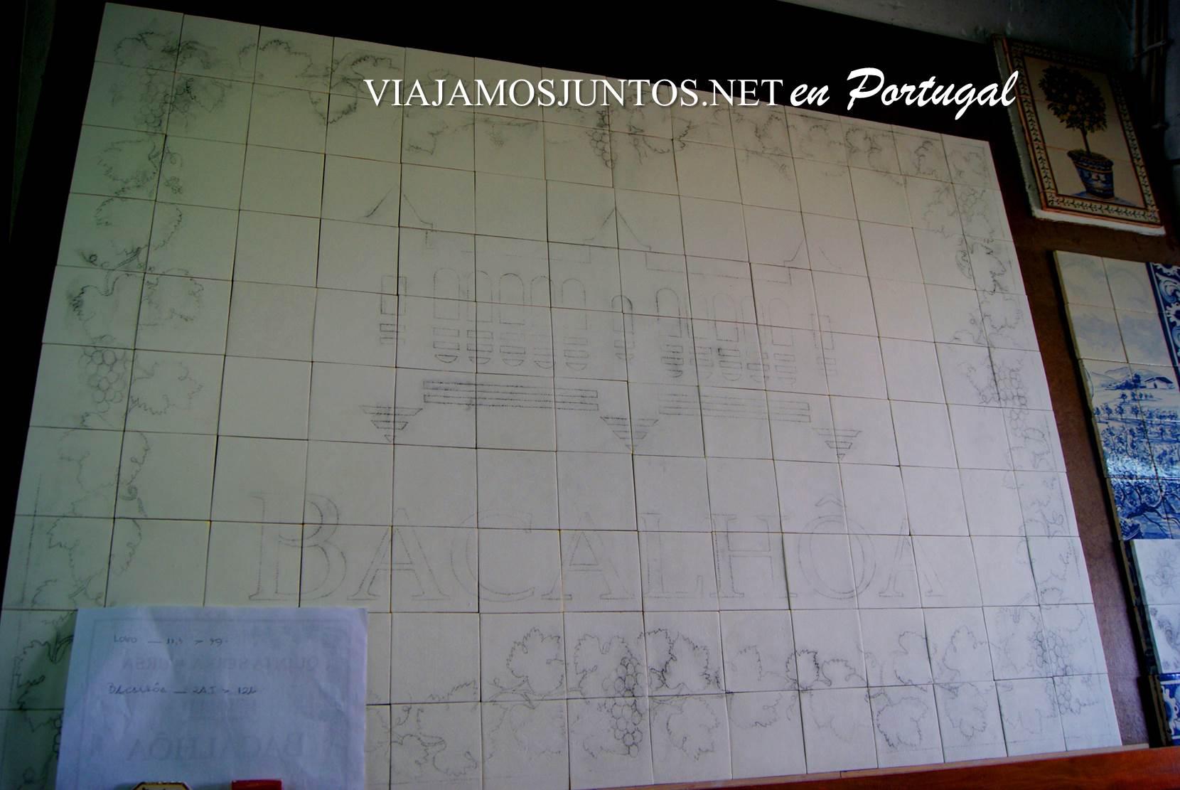 Una pared de azulejos en Taller de azulejos Sao Simao en Azeitao, Setúbal, Portugal