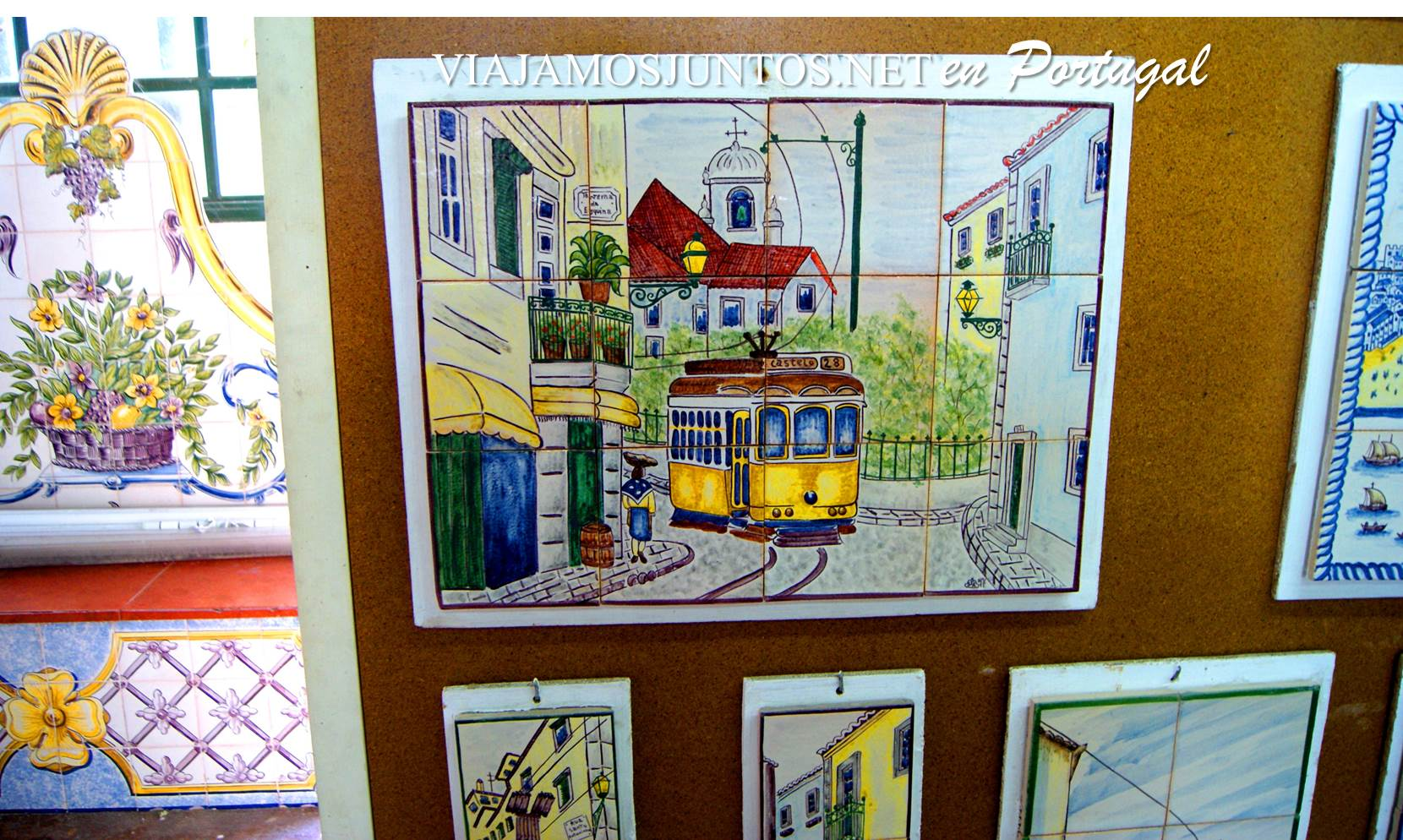 Tranvía de Lisboa en los azulejos de Azeitao, Setúbal, Portugal