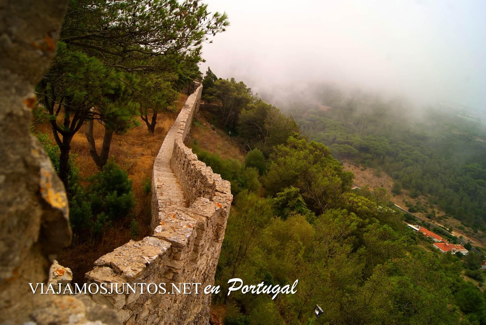 La muralla del castillo de Sesimbra, Portugal