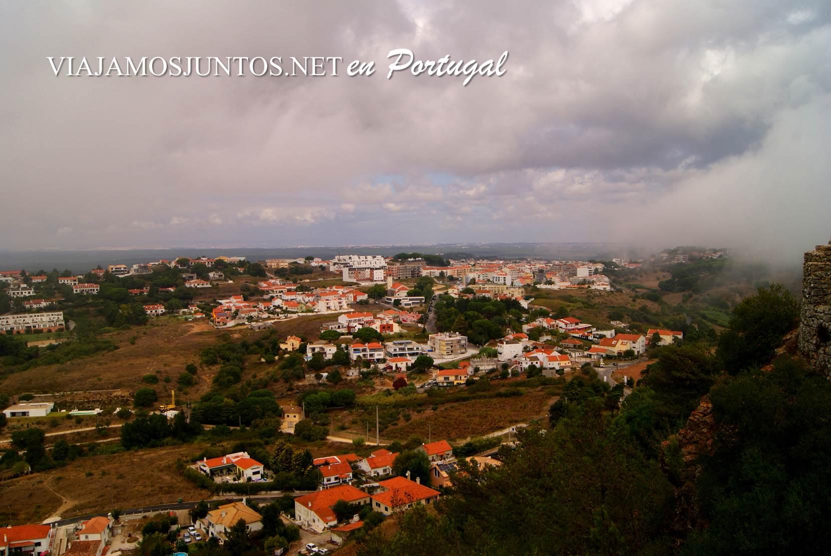 Las vistas desde el castillo de Sesimbra, Portugal