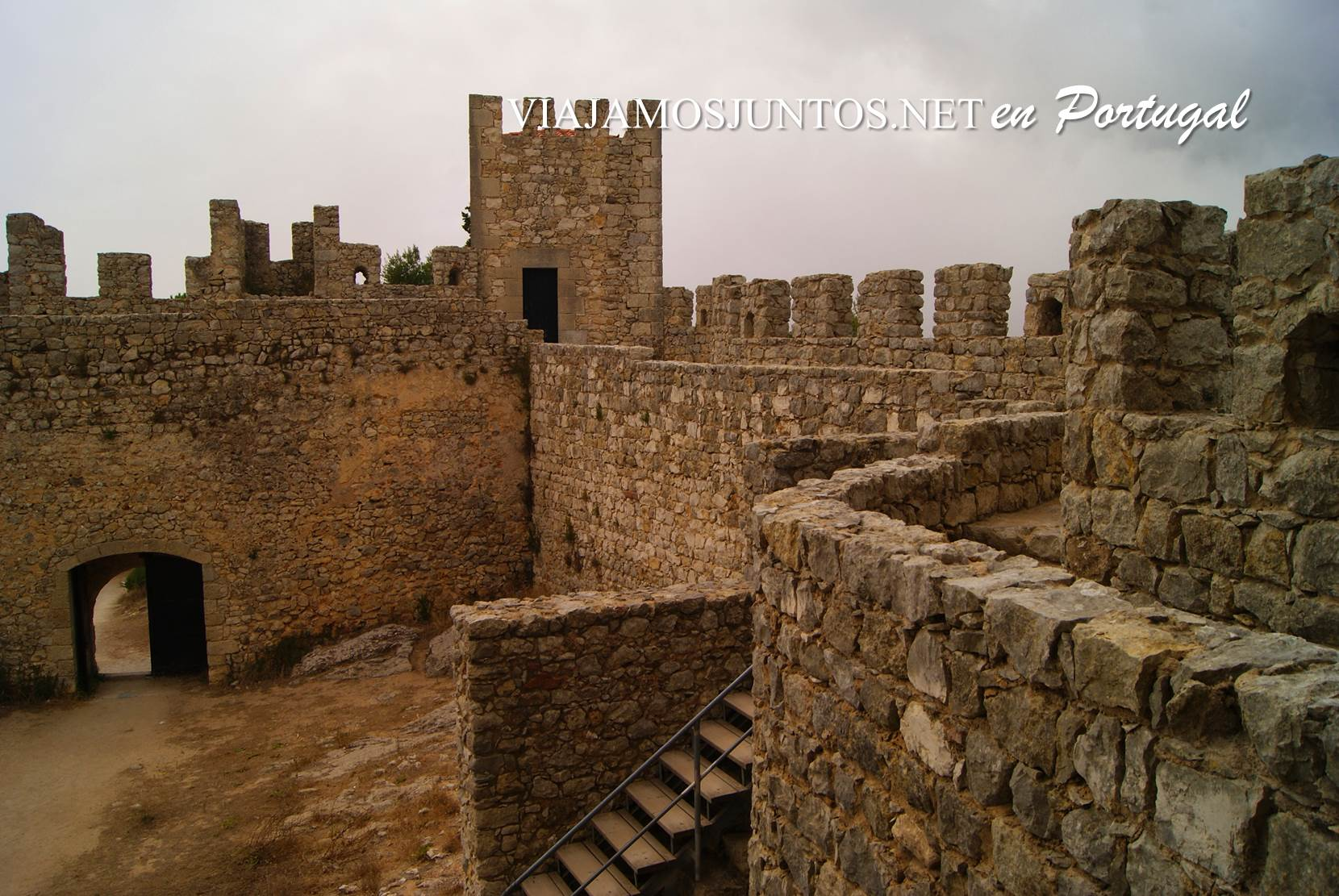 Las murallas del castillo de Sesimbra, Portugal