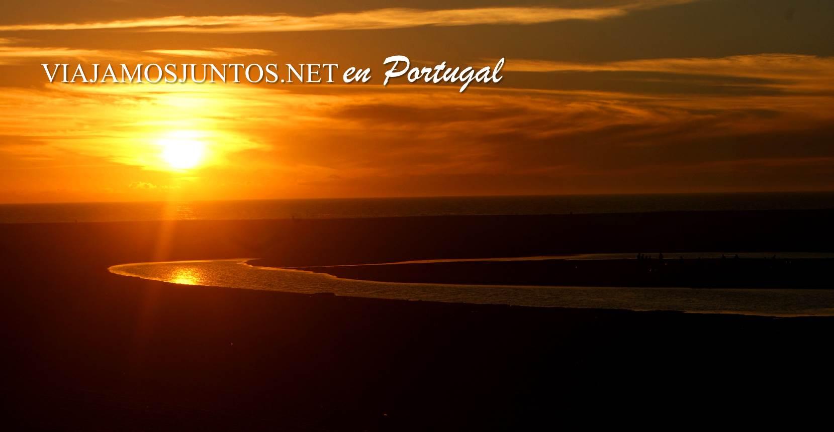 Playa de la Albufeira al atardecer, Costa Caparica, Portugal