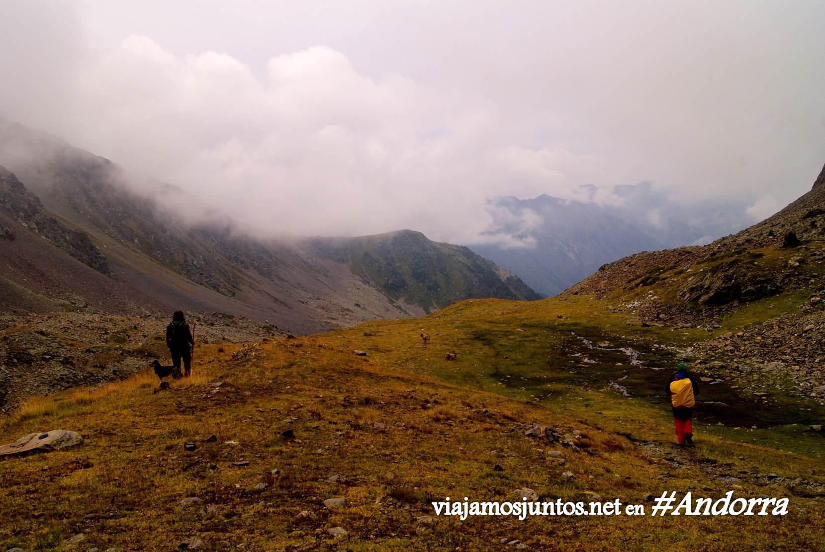 GRP de Andorra, trekking por los Pirineos Orientales; el cielo va cerrándose...