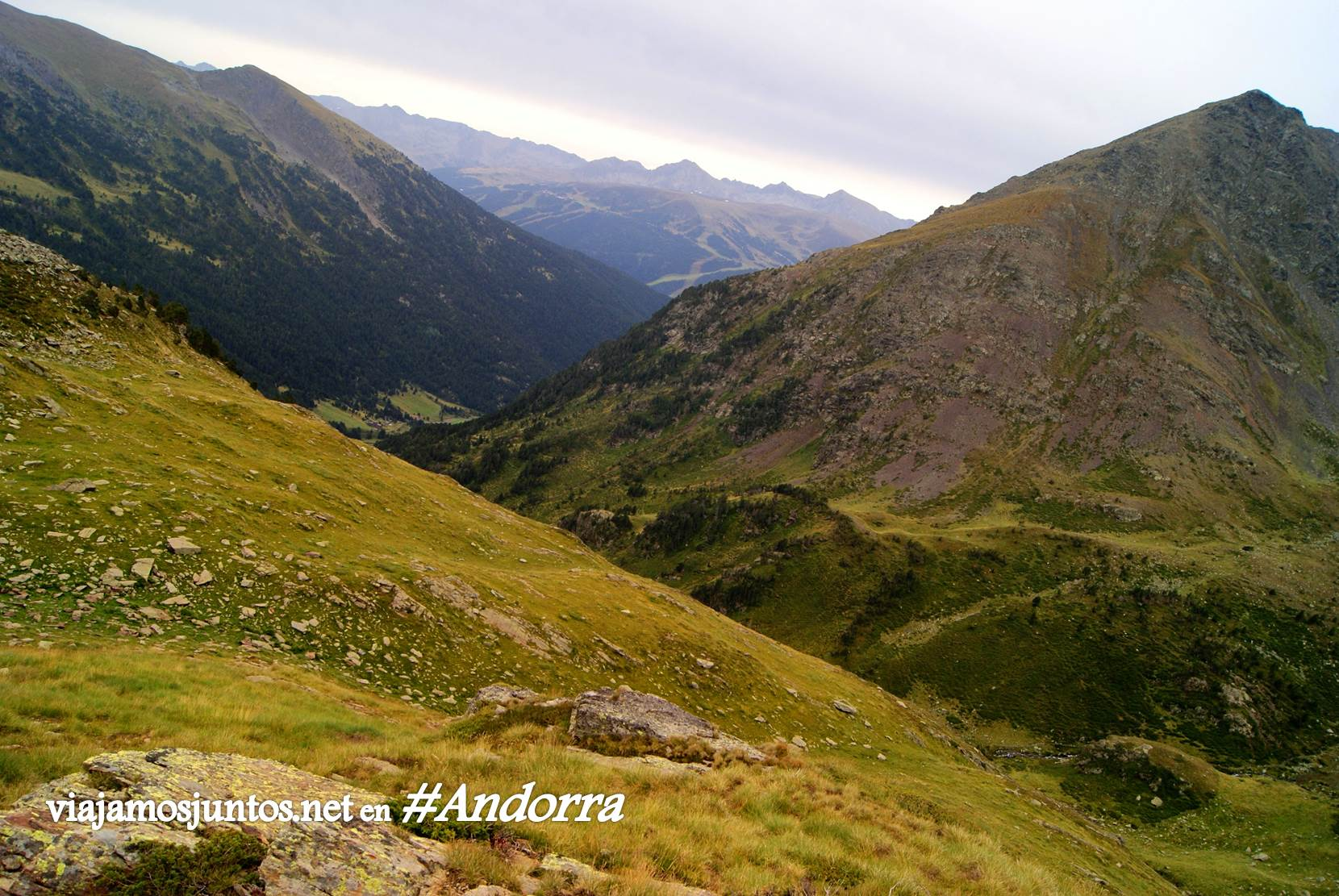 GRP de Andorra, trekking por los Pirineos Orientales; vistas verdes azules y negras