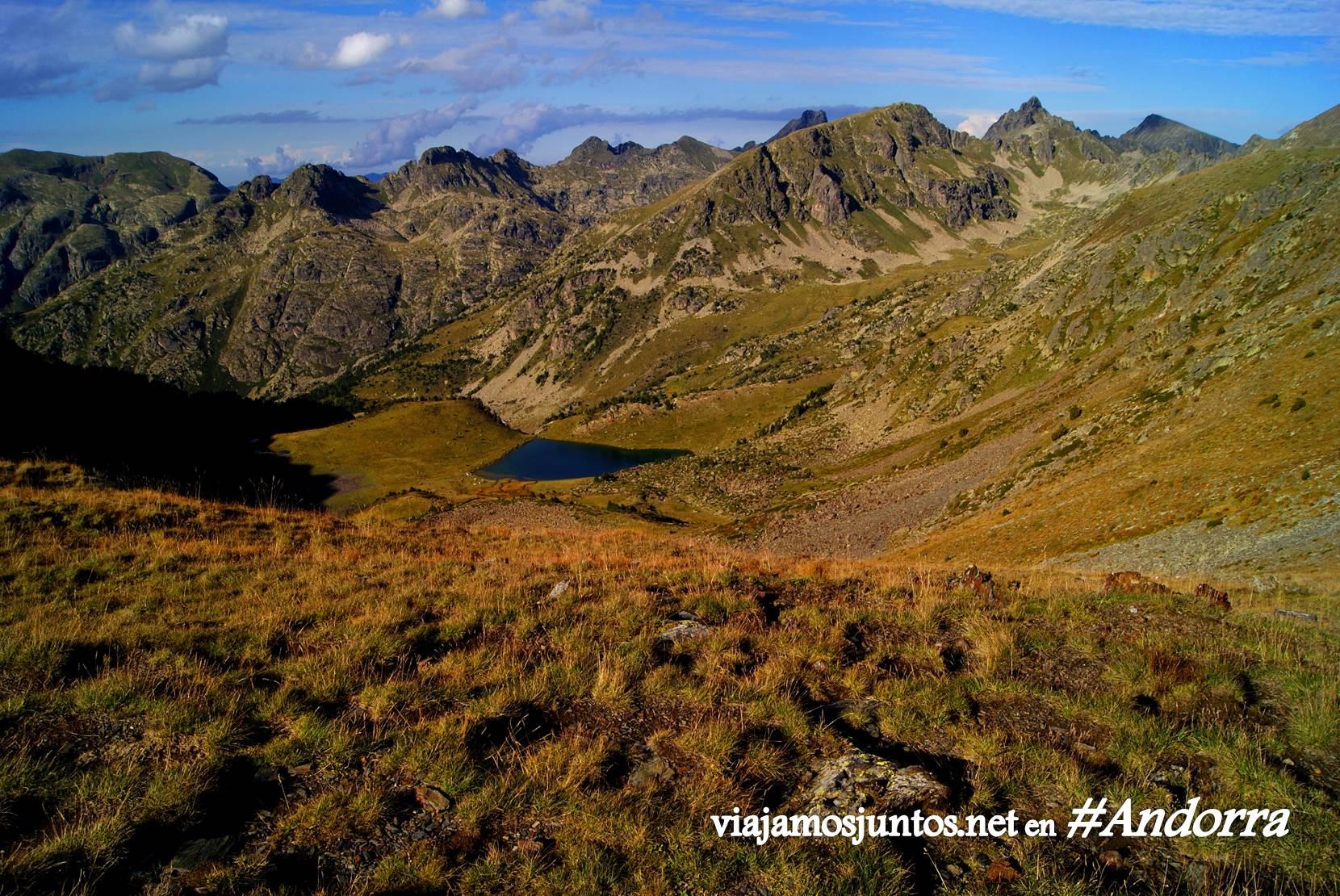 Lago de Siscaró en el GRP de Andorra, Pirineos