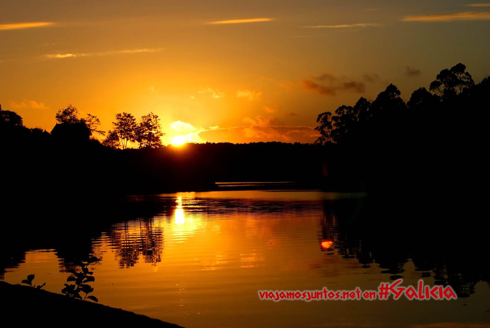 Puesta del sol sobre un río; Costa da Morte, Galicia
