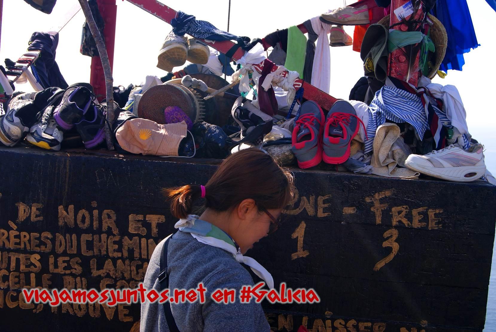 Cabo Finisterre, Costa da Morte, Galicia; dejar ropa al terminar el camino de Santiago