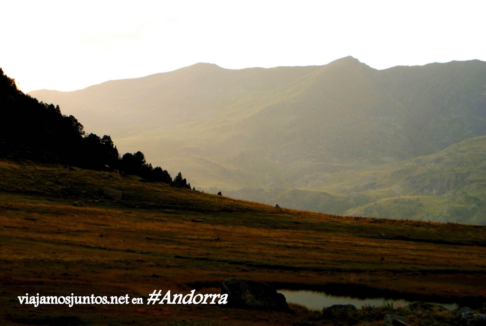 Atardecer desde el refugio de Siscaró sobre el valle de Incles.