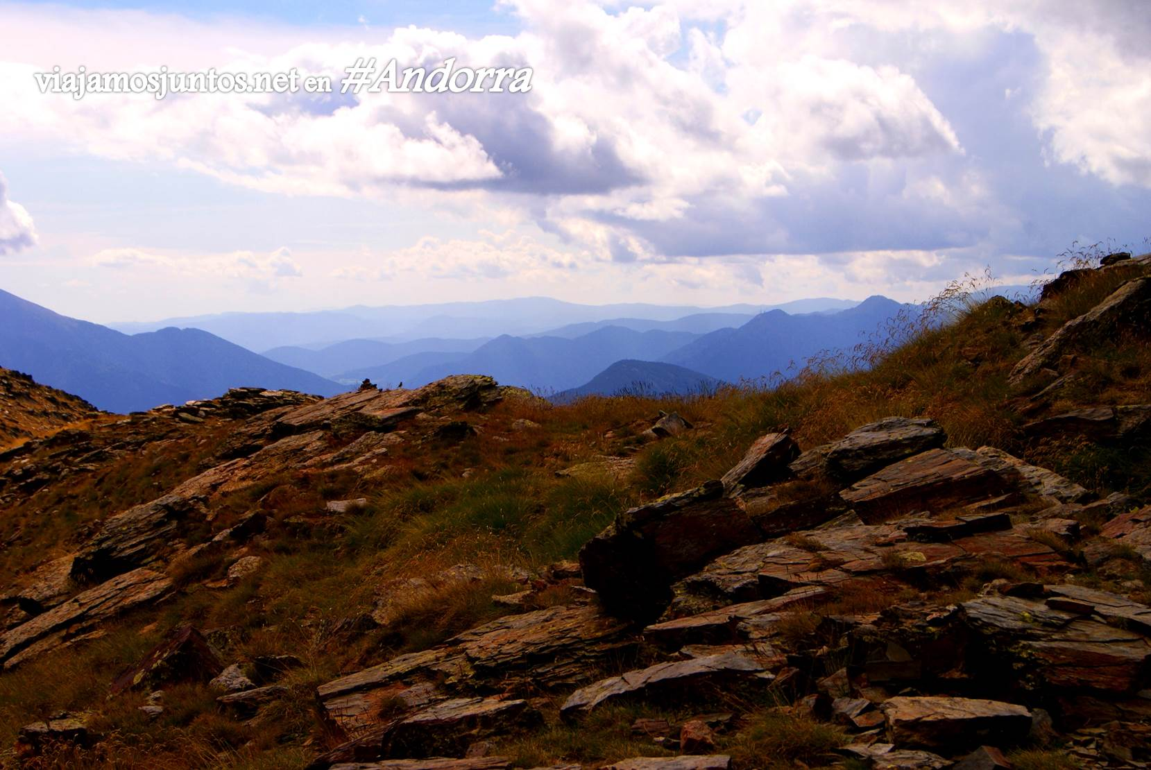 las vistas desde el refugio Coms de Jan. Andorra trekking, Pirineos Orientales