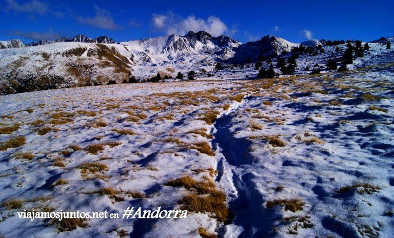 GRP de Andorra, un gran trekking alrededor del país, en los Pirineos Orientales; un camino entre las nieves