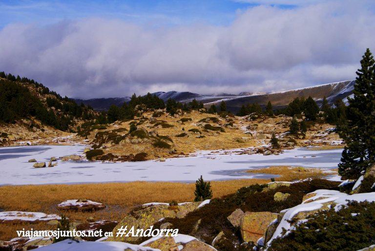 GRP de Andorra, un gran trekking alrededor del país, en los Pirineos Orientales; lagunas heladas