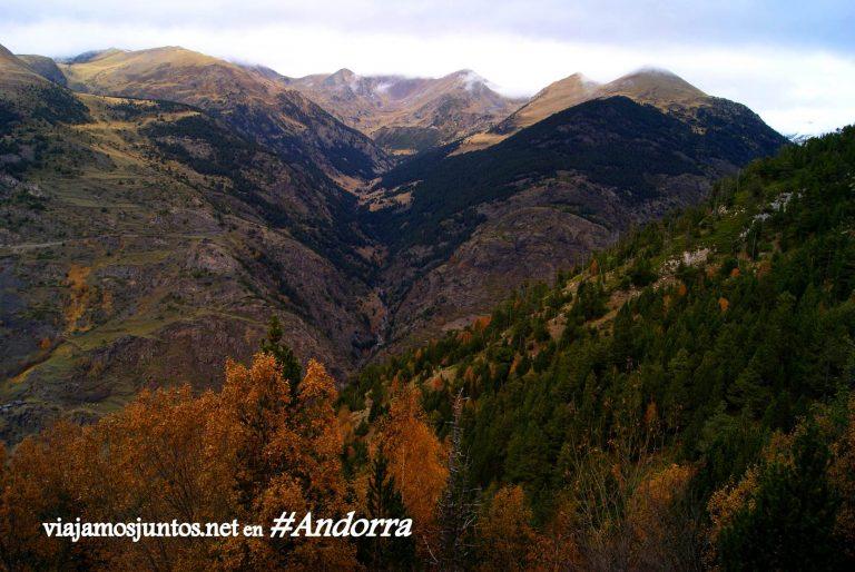 GRP de Andorra, un gran trekking alrededor del país, en los Pirineos Orientales; gran otoño ha llegado al país