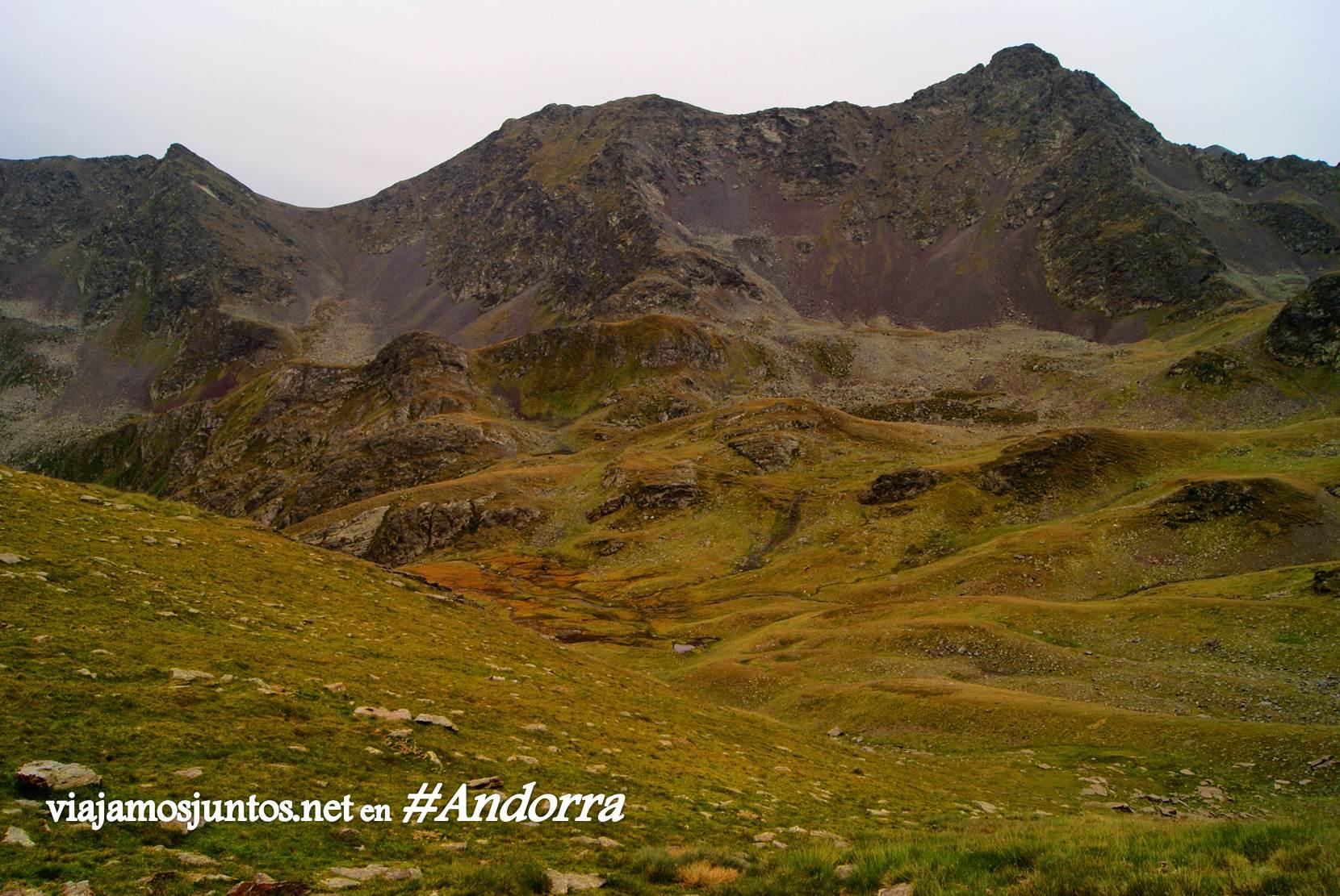 GRP de Andorra, trekking por los Pirineos Orientales; vistas volcánicas