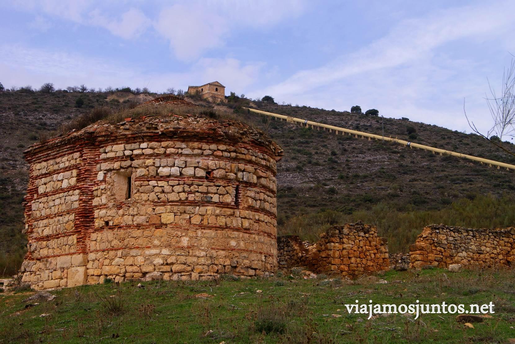Ruta a las Cárcavas, Patones, Madrid; senderismo por sitios singulares de la Comunidad de Madrid; la ermita
