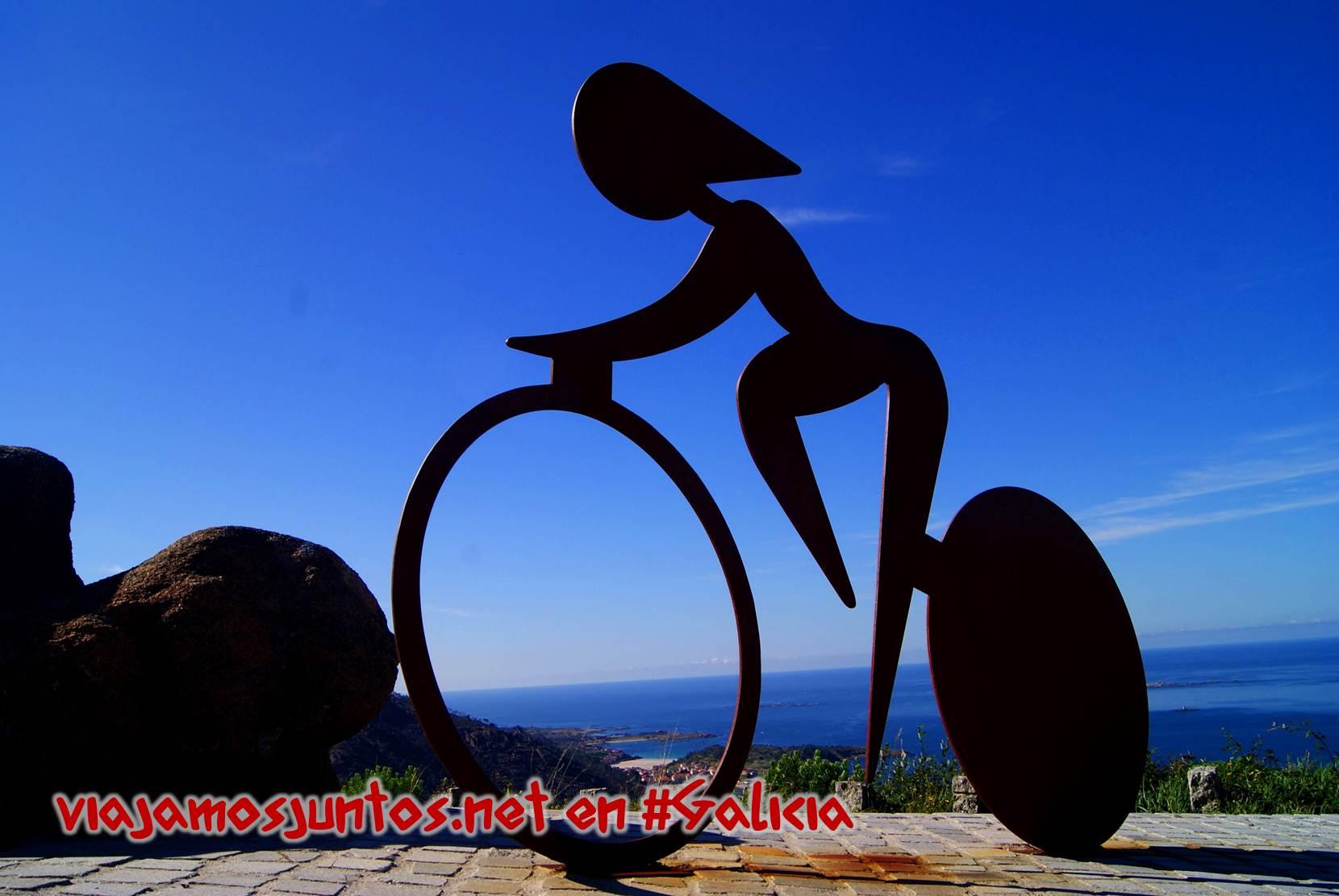 Mirador de Ézaro, Costa da Morte, Galicia; ciclista