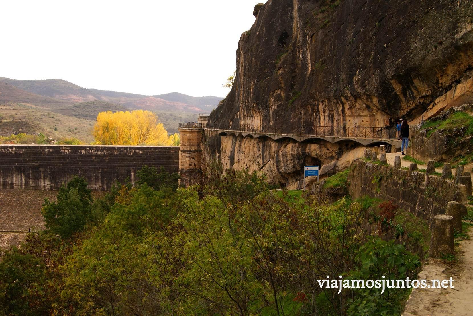 Ruta a las Cárcavas, Patones, Madrid; senderismo por sitios singulares de la Comunidad de Madrid; la pasarela de la presa