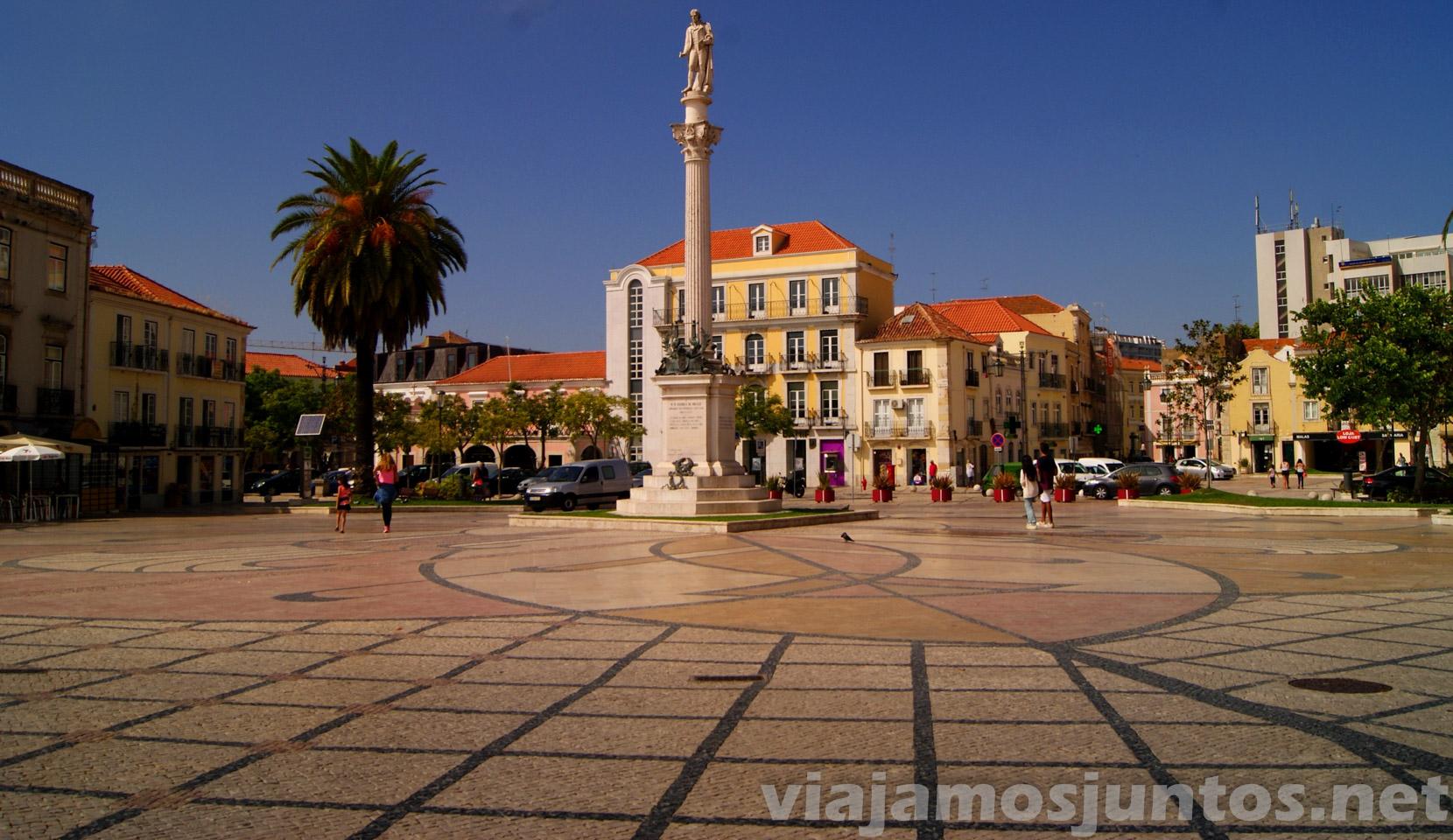 La plaza central, allí donde se juntan todos los turistas, Setubal, Portugal