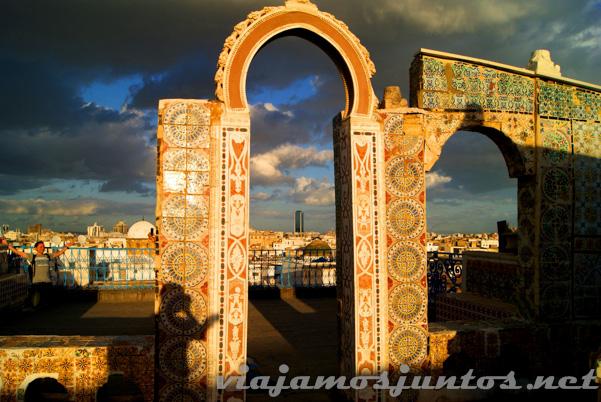 Vistas desde los tejados de Túnez; el palacete