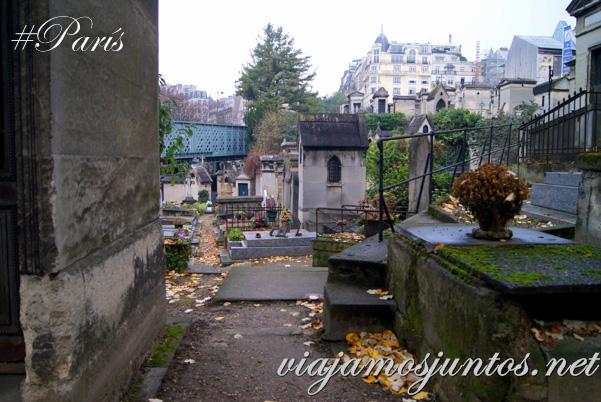 Vistas al cementerio desde los edificios vecinos. Cementerios de París, Montmarte. Francia
