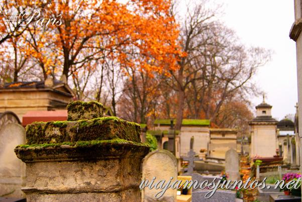 Colores otoñales en los cementerios de París. Cementerios de París, Montmarte. Francia