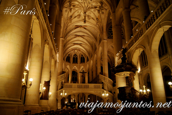 Interior. Iglesia de Saint Entienne du Mond, París, Francia.