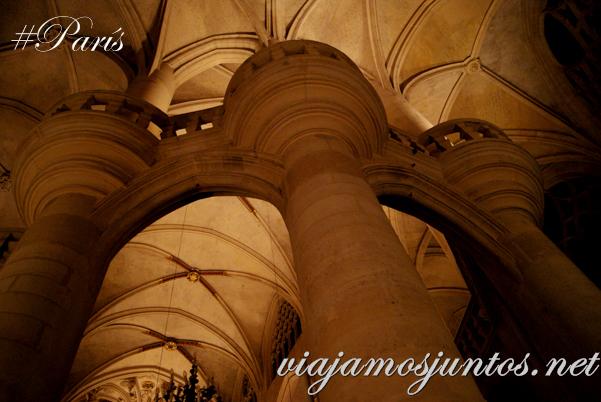 Columnas. Iglesia de Saint Entienne du Mond, París, Francia.