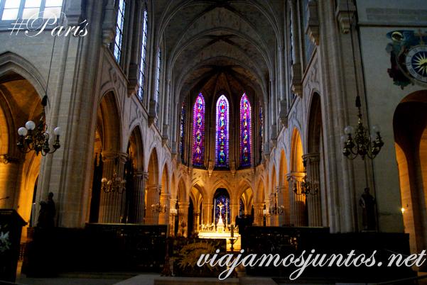 Interior de la Iglesia de Saint Germain de L'Auxerrois, París, Francia.