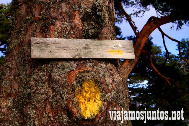 Marcas amarillas del Camino Schmid, Ruta cirular de Siete Picos, Sierra de Guadarrama, Parque Nacional Guadarrama, Madrid y Castilla y León