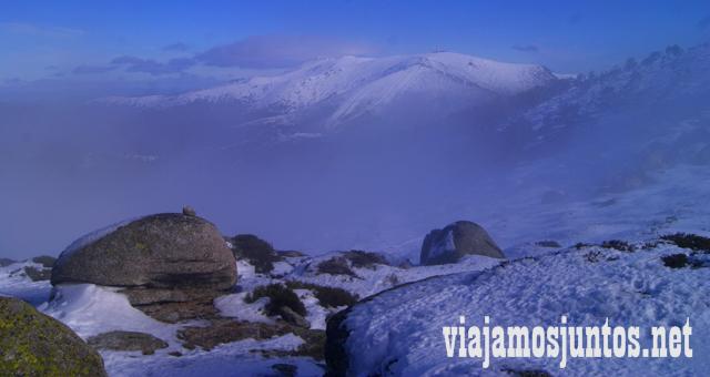 Peñalara con niebla, Ruta cirular de Siete Picos, Sierra de Guadarrama, Parque Nacional Guadarrama, Madrid y Castilla y León