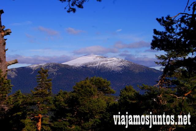 Peñalar al fondo, Ruta cirular de Siete Picos, Sierra de Guadarrama, Parque Nacional Guadarrama, Madrid y Castilla y León