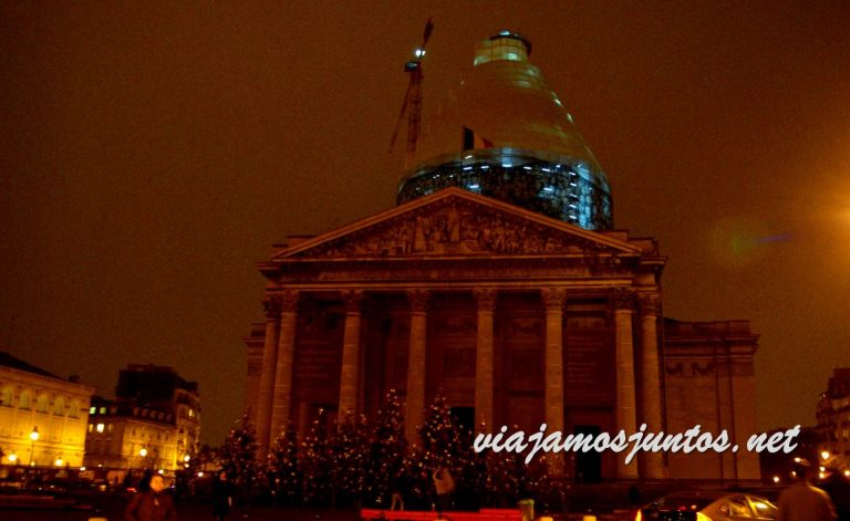 Panteón de noche. París, Francia