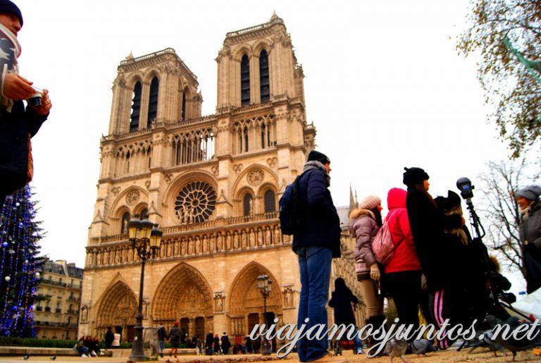 Notre-Dame de París nunca está solo...París, que ver y que hacer en cuatro días