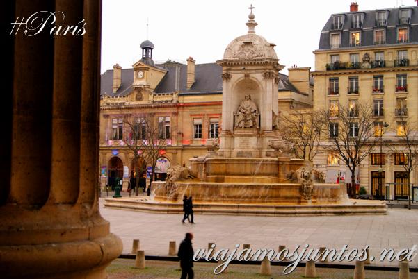 Vistas a la plaza desde la Iglesia de Saint Sulpice, París, Francia.