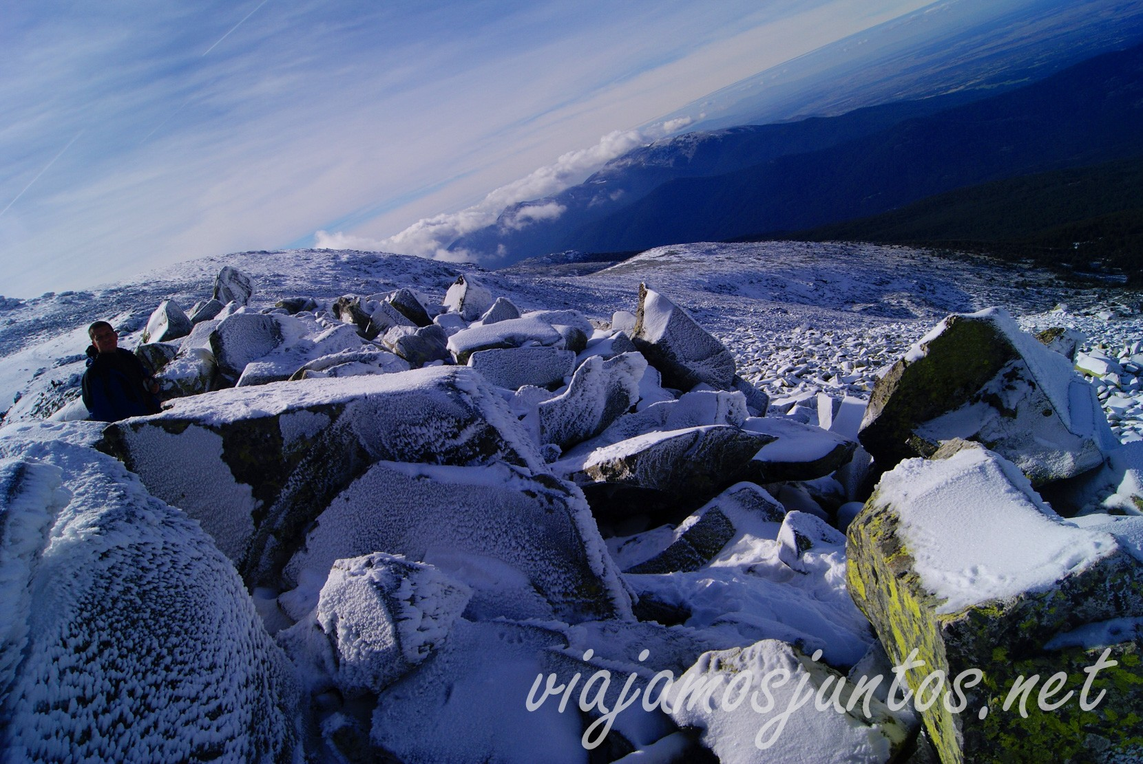 Las piedras grandes del paso de Claveles Peñalara, el pico más alto de la comunidad de Madrid y Segovia. Ruta circular