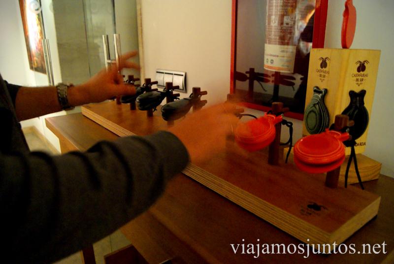¿Quién dijo que era difícil tocar castañuelas? Museo del Baile Flamenco. Sevilla #SevillaInside