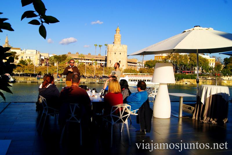 La terraza del restaurante Abades Triana Que ver y que hacer en Sevilla durante un fin de semana. Sevilla Inside